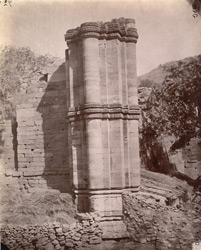 Ruins of the south-east cloister of the Arai-din-ka-Jhonpra Mosque, Ajmer.